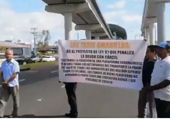 Transportistas inician protestas contra fallo de la CSJ que beneficia a UBER