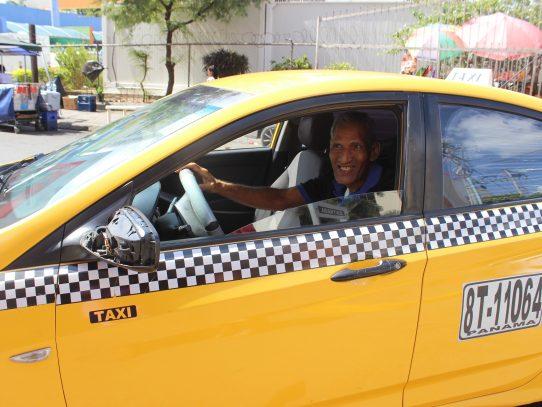 ATTT estableció horarios para la circulación de taxis y metrobus