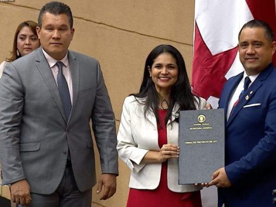 Diputados ratifican a Barsallo en Aduanas y Fuentes en ASEP
