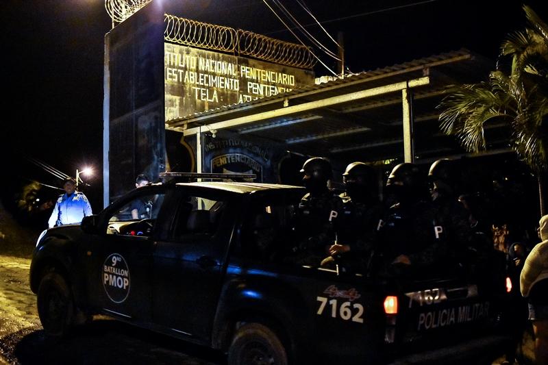 """Al menos 18 muertos y 16 heridos en """"riña"""" en cárcel de Honduras"""