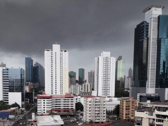 Emiten aviso de vigilancia por lluvias y tormentas en Panamá