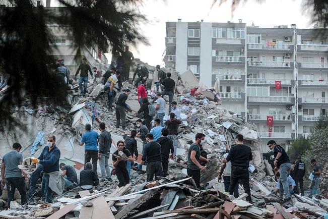 Cuatro muertos en Turquía y dos en isla griega tras fuerte terremoto