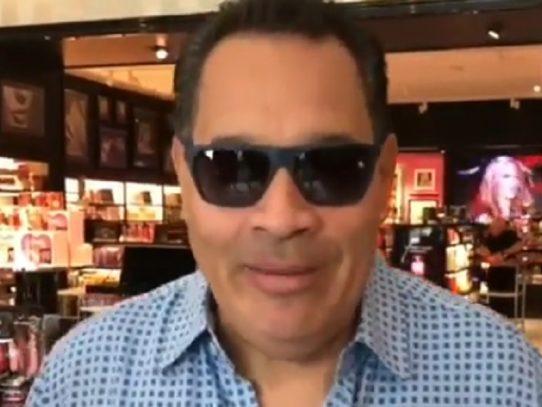 Broma entre el cantante Tito Nieves y el exboxeador Roberto Durán, que se volvió viral