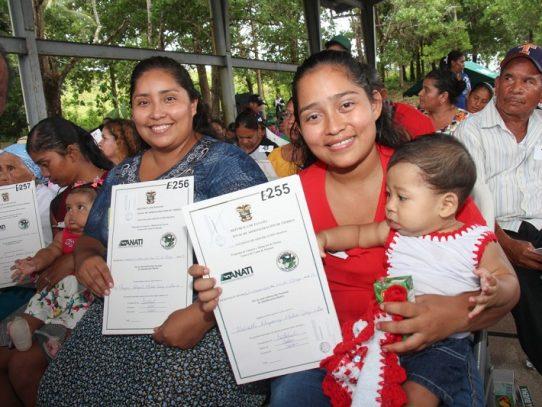 Residentes de la cuenca del Canal reciben títulos de propiedad