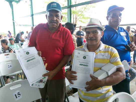 Gobierno entrega más de 300 títulos de propiedad en Panamá Este