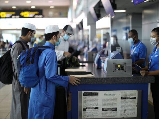 Es indispensable que viajeros presenten prueba de Covid-19, dice el Minsa