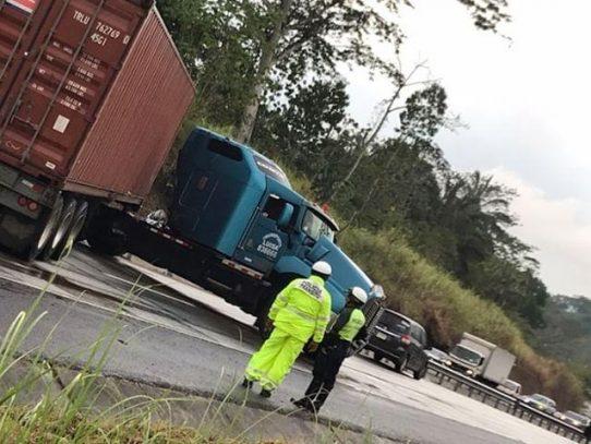 Accidente de camión articulado en vía Centenario afectó tráfico hacia Panamá Oeste