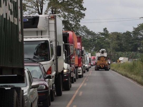 Transportistas de carga terrestre enfrentados con líneas navieras