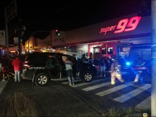 Triple colisión en la  Vía Fernández de Córdoba deja cinco personas heridas