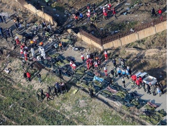 """General de los Guardianes de la Revolución iraníes asume """"responsabilidad"""" de tragedia del avión derribado"""