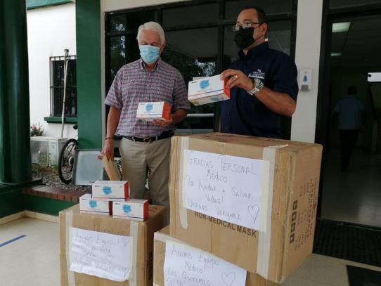Ulpiano Vergara y Los Distinguidos donan mascarillas al Minsa en Herrera