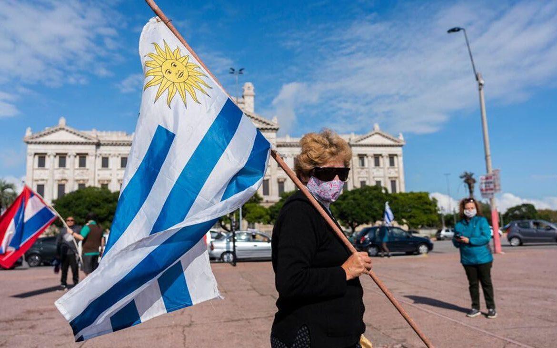 Uruguay tiene la tasa de contagios diarios de covid más alta del mundo