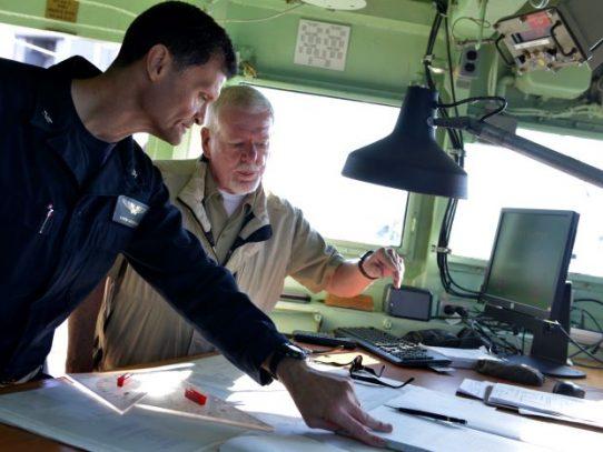 Huyó de Irán cuando era niño; ahora comanda un portaviones estadounidense