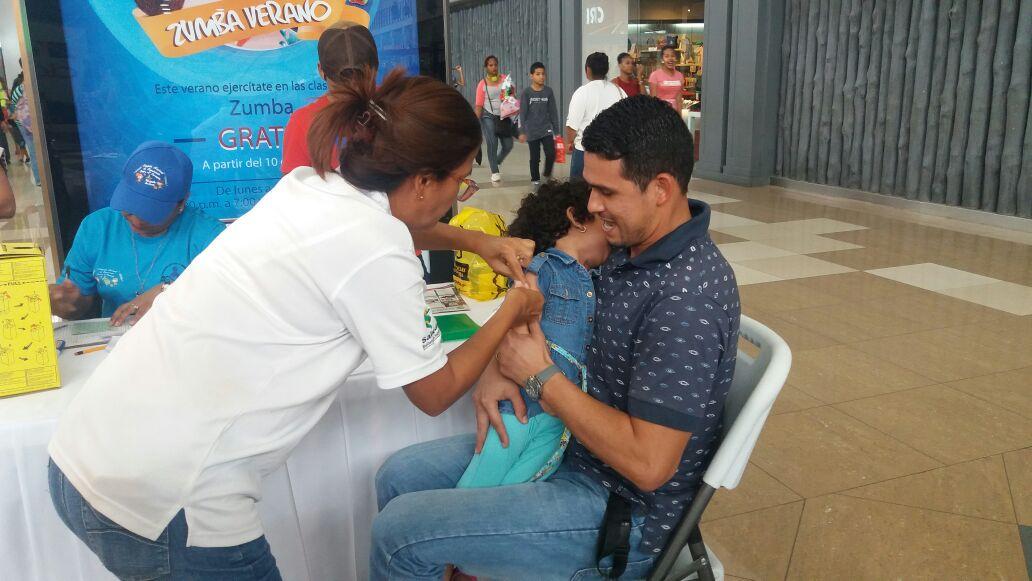 Minsa realizará jornada de vacunación masiva este sábado