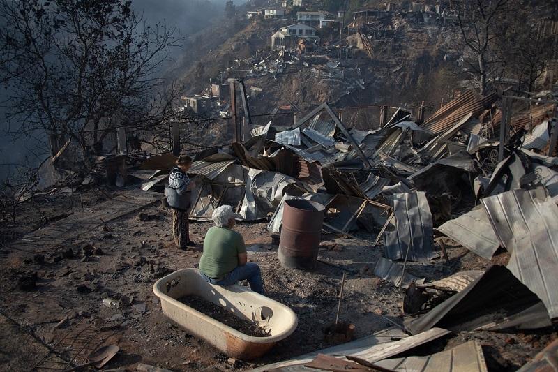 Piñera viajó a Valparaíso, devastada por un fuerte incendio