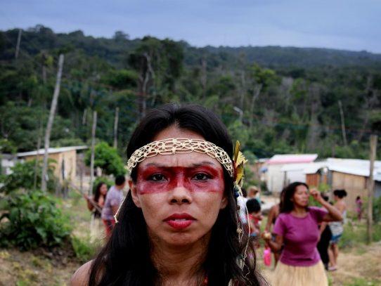 Auxiliar de enfermería indígena ayuda a su comunidad ante la covid-19 en Brasil