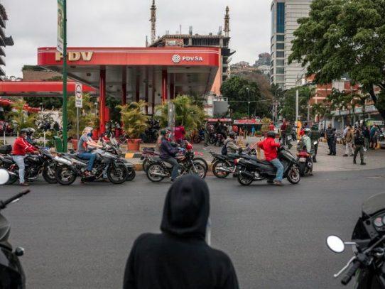 De casi gratis a inalcanzable: el loco cambio de los precios de la gasolina en Venezuela