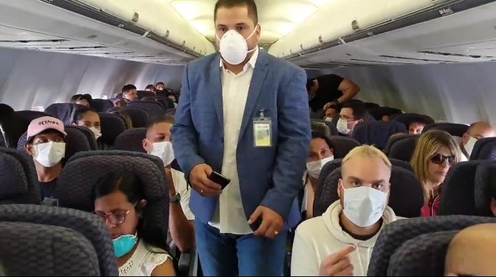 Sale vuelo humanitario de Panamá a Venezuela con 148 pasajeros