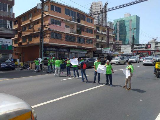 Trabajadores de empresa contratista del IDAAN protestan por falta de liquidación