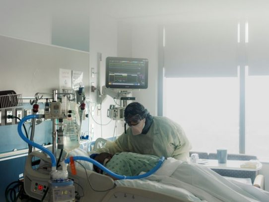 Un método nada sofisticado para ayudar a algunos pacientes de COVID: cambiar su posición
