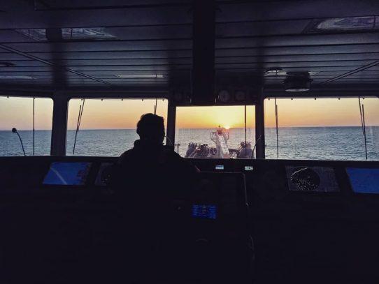 Atrapadas por la pandemia, las tripulaciones de los barcos combaten el agotamiento y la desesperanza