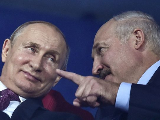 """Putin está """"convencido"""" de que Lukashenko superará la crisis en Bielorrusia"""