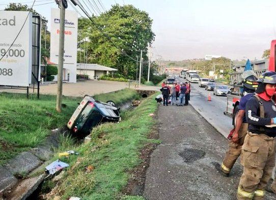 Una víctima fatal y tres heridos en triple colisión en Hato Montaña