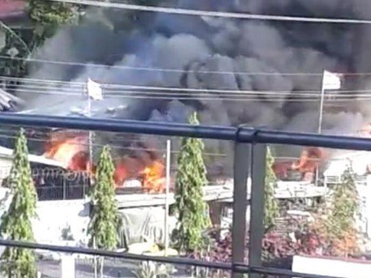 Atienden incendio registrado en el sector de Monte Oscuro