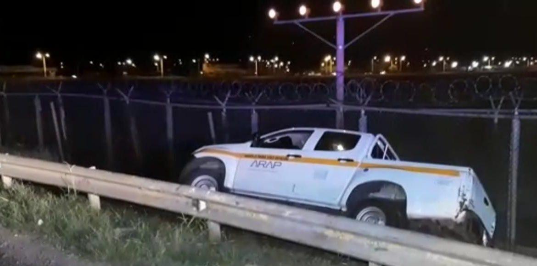 Un hombre en estado de embriaguez se accidenta en auto del Estado