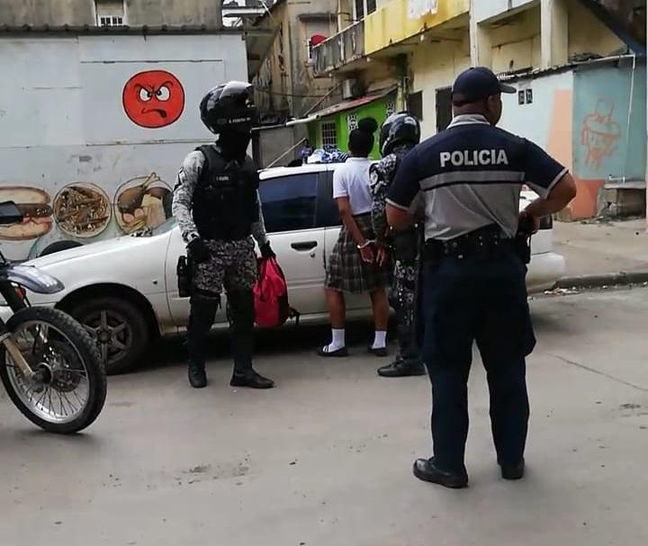 Detienen a estudiante con arma de fuego tras balacera cerca de colegio Rufo A. Garay en Colón