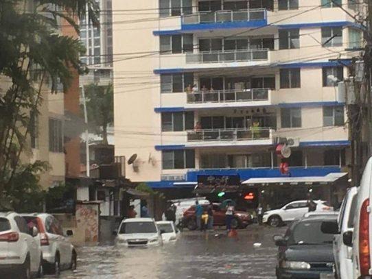 Mal tiempo provoca inundaciones y tranques en la Ciudad Capital