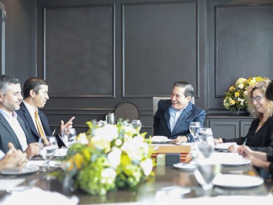 Cortizo realiza acuerdos para que panameños estudien en Universidad de Texas