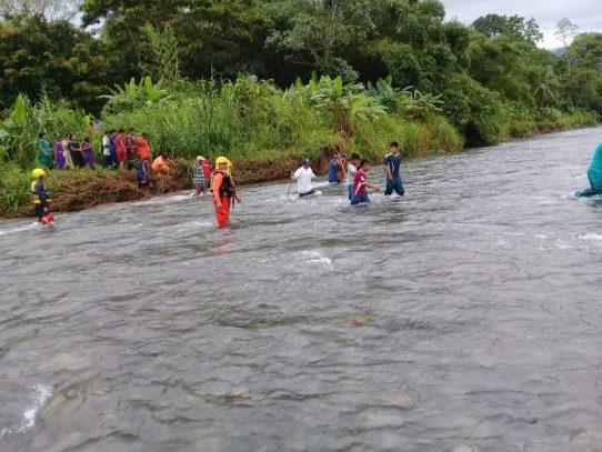 Rescatan a cuatro menores en río de la Comarca Ngäbe Buglé