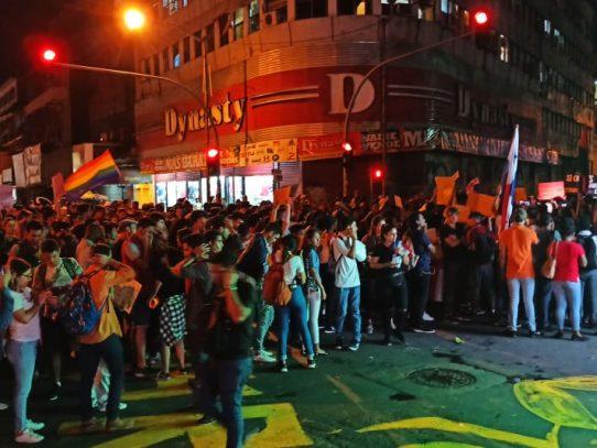 Presiente de la Asamblea se compromete a retirar cargos a manifestantes