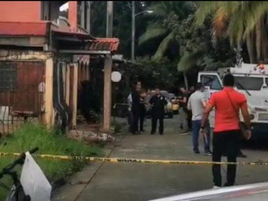 Policía detiene a tres personas y frustra robo de camión blindado