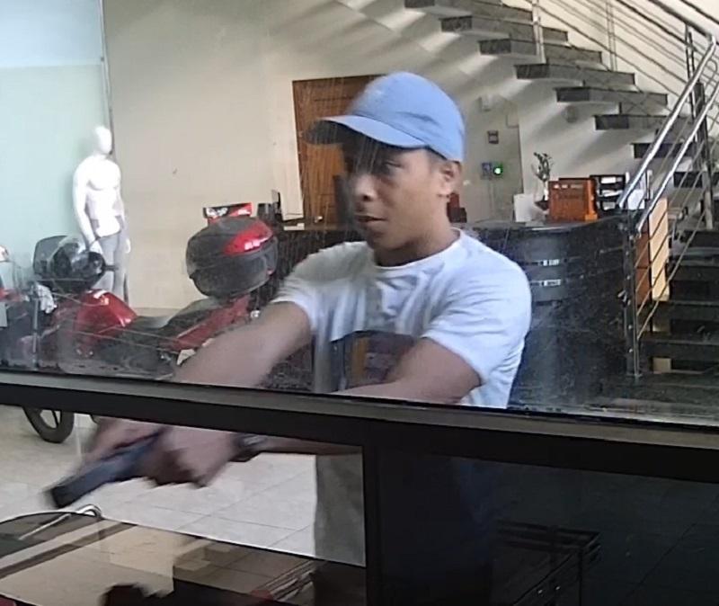 Video capta robo a mano armada en Zona Libre de Colón - En Segundos