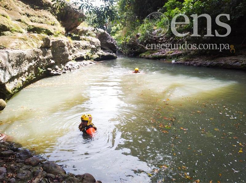 Buscan a una persona desaparecida en río de San Carlos