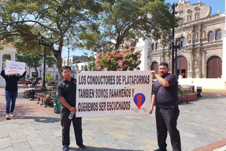 Protestas simultáneas de conductores de Uber y taxis en la capital