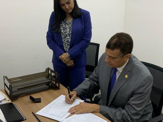 Magistrado Carlos Alberto Vásquez presenta su  declaración  de bienes