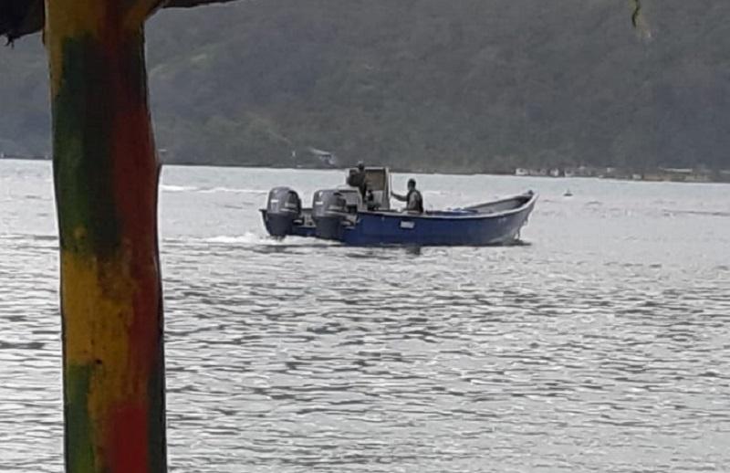 Aeronaval captura lancha con supuesta droga en Isla Grande, Colón