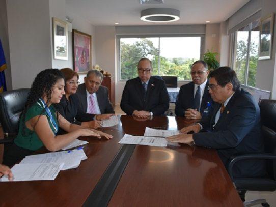 Lau Cortés cambia a la directora de servicios médicos de la CSS