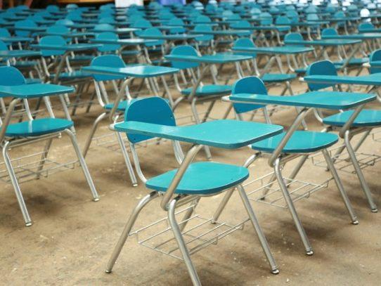 Mingob entrega al Meduca más de 200 sillas reparadas por privados de libertad