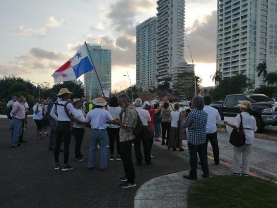 Protestan contra el proyecto de recuperación de playas de la ciudad capital