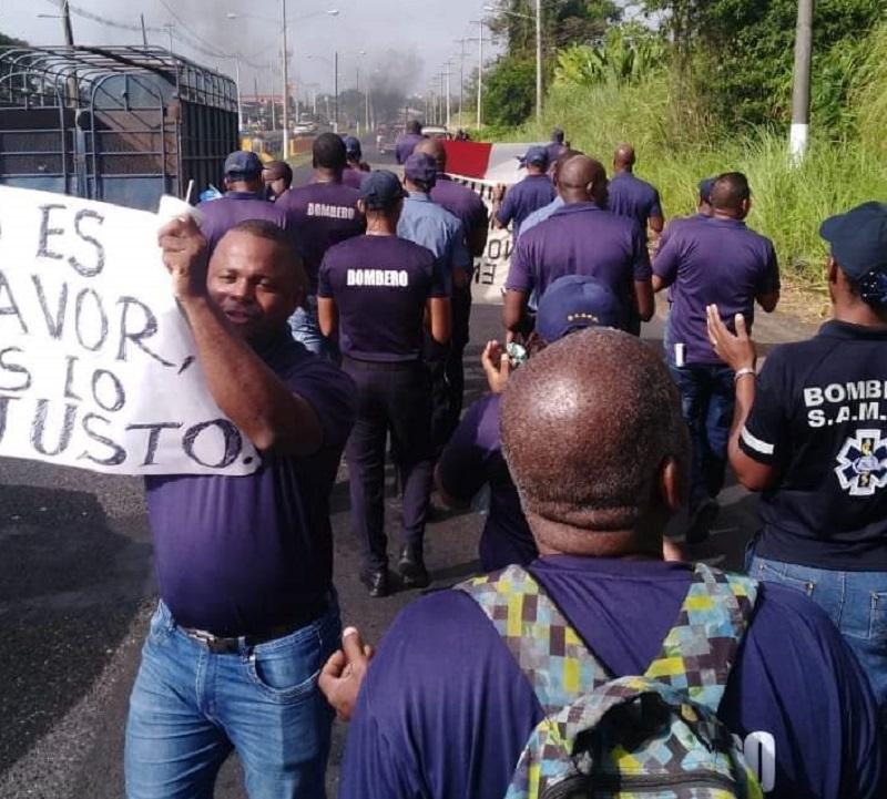 Bomberos protestan en Colón, piden más atención de las autoridades