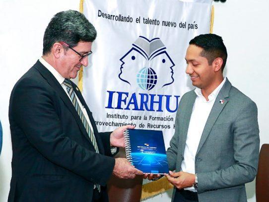 Ifarhu y la Universidad de Salamanca de España logran acuerdo