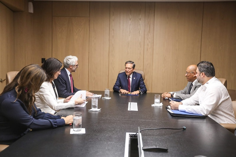 Delegados de la OCDE se reúnen con el presidente Cortizo