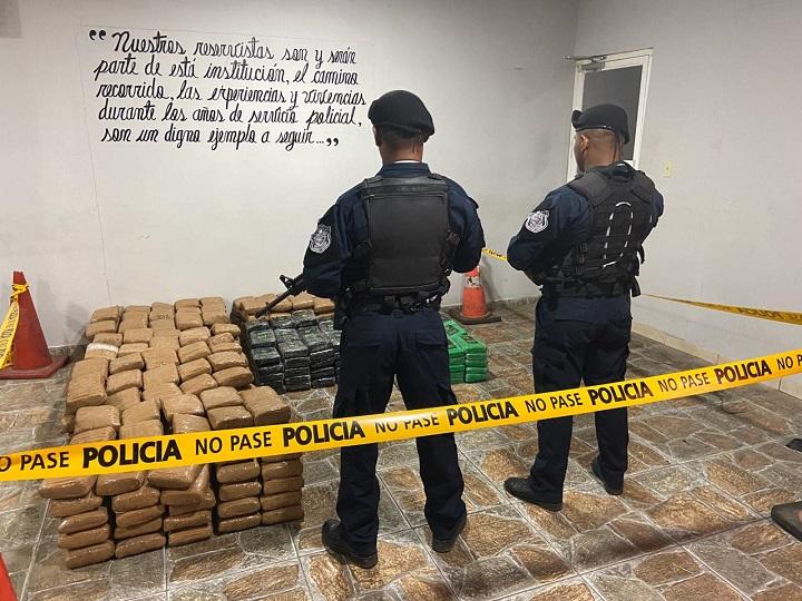 Decomisan 516 paquetes con sustancia ilícita en Juan Hombrón