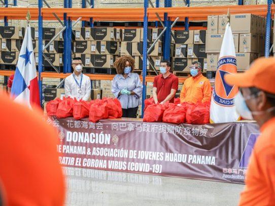 Sociedad china dona alimentos a voluntarios de Sinaproc