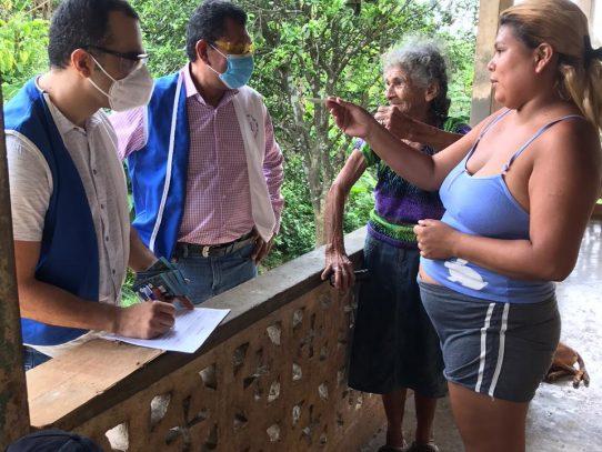 Continúa entrega de vales a comunidades en Colón