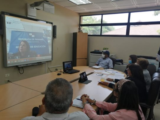 Estudiantes graduandos inician curso de reforzamiento académico